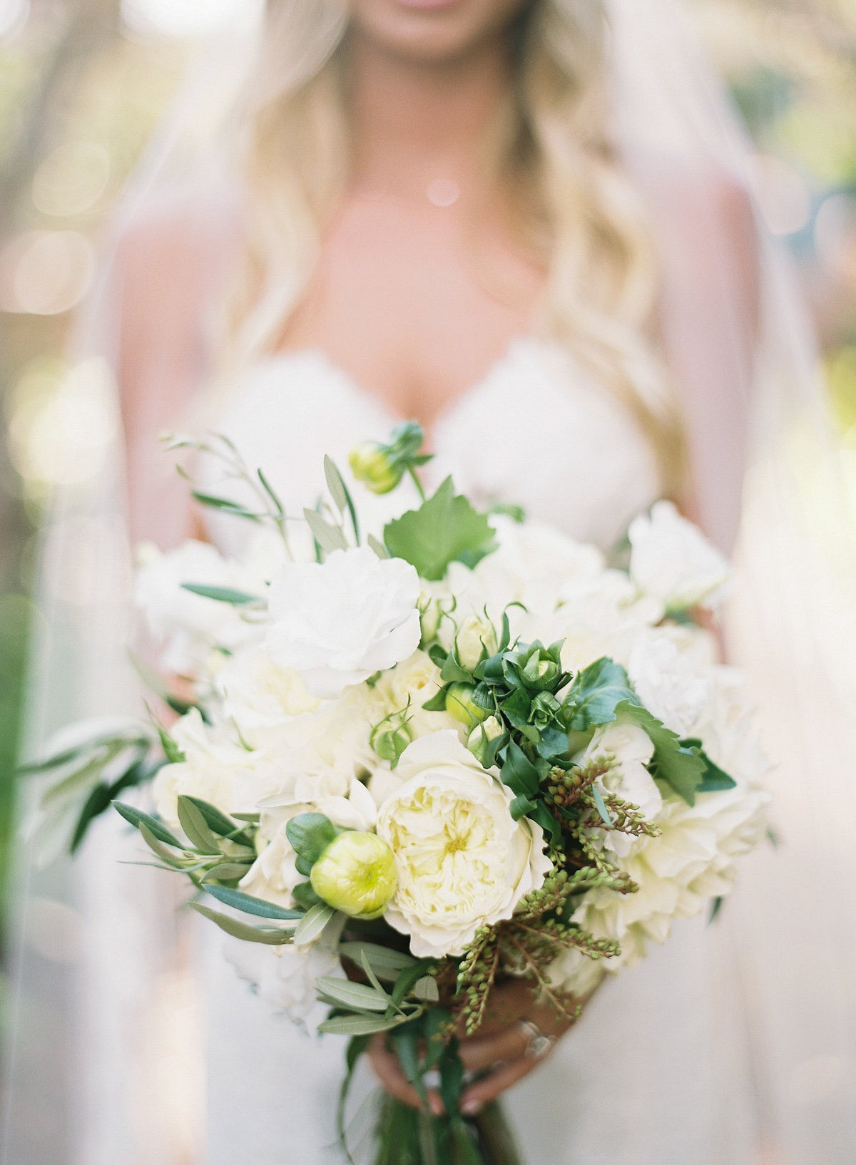 68e08bc94b4 White and Natural Green Southern California Real Wedding by Ashley Kelemen