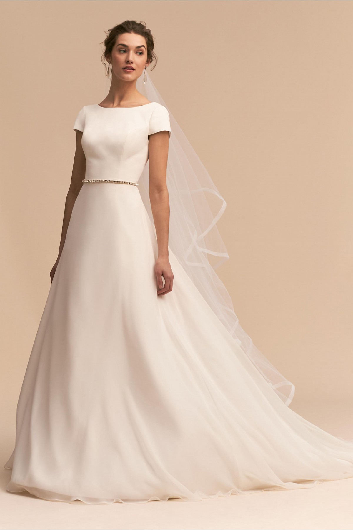 10 Clean, Simple Bridal Gowns Inspired By Meghan Markle