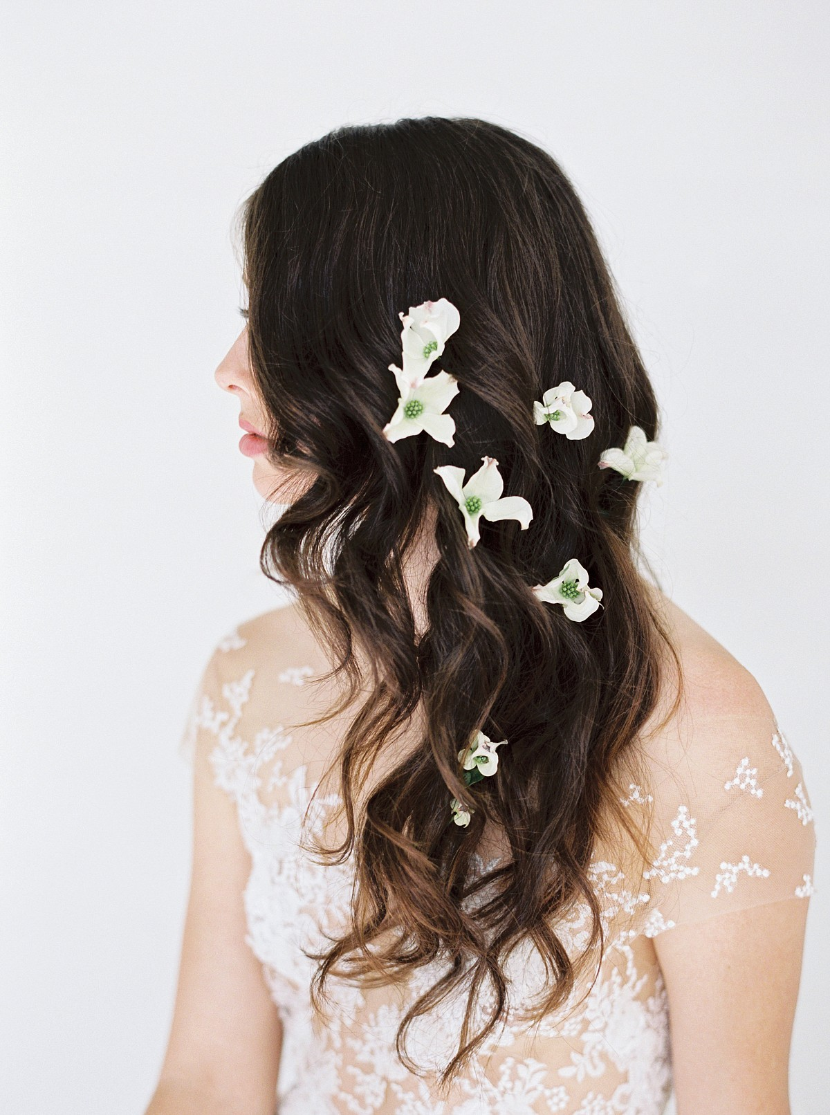 Ways to Wear Flowers in your Wedding Hair