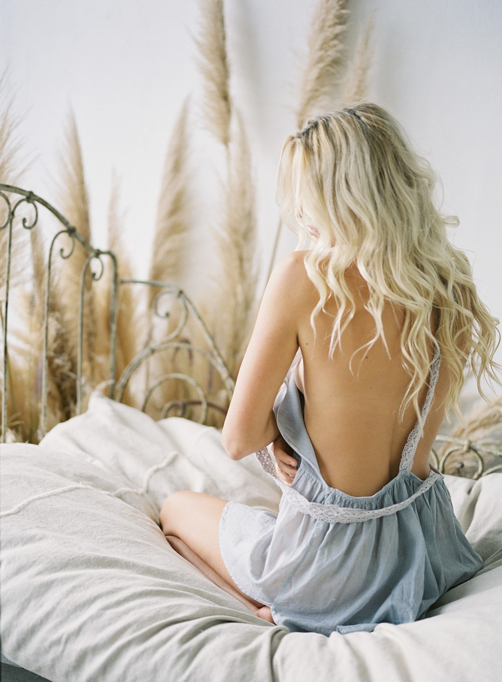 Minimalistic Feminine Boudoir Session by Michael Radford | Wedding Sparrow | fine art wedding blog