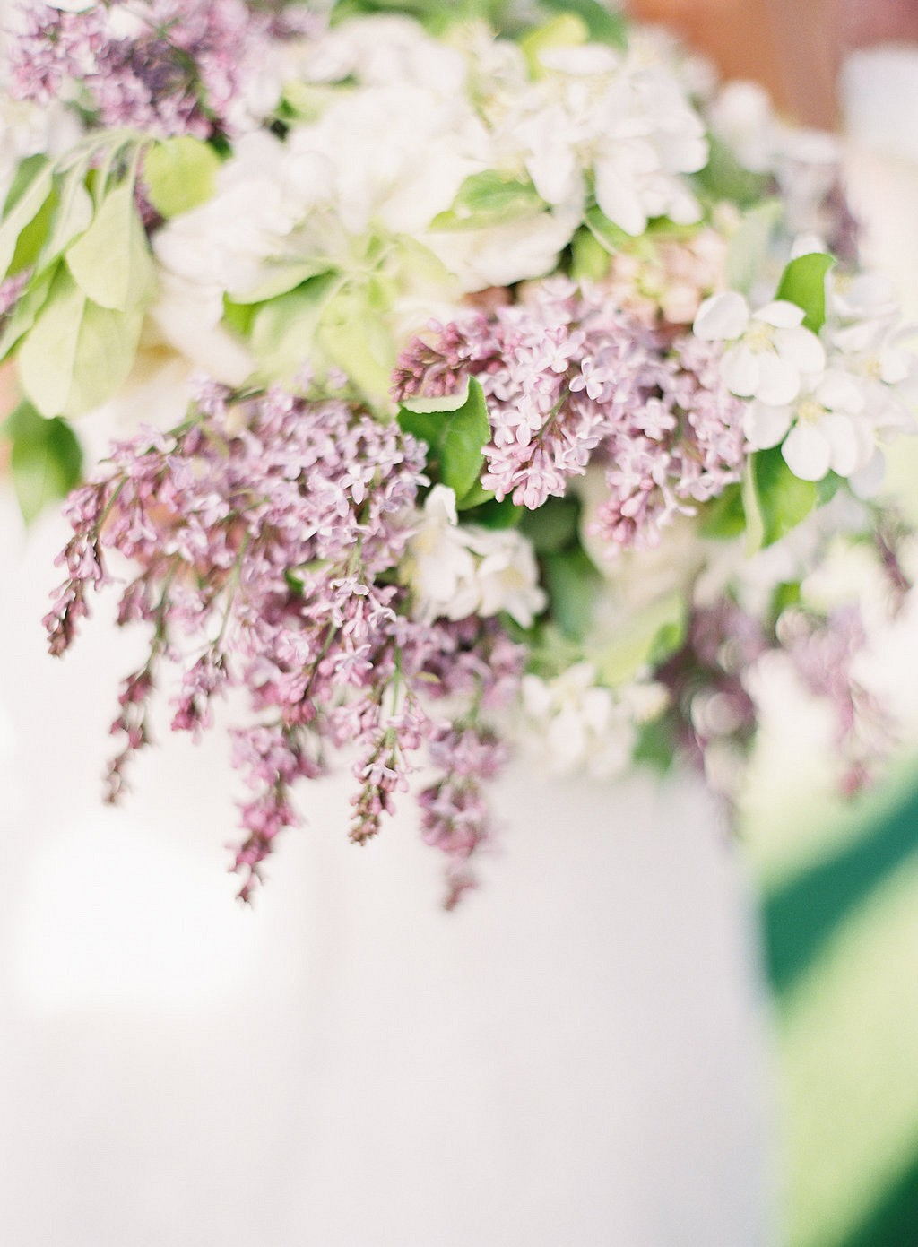 Pale lilac tones for a spring bridal bouquet
