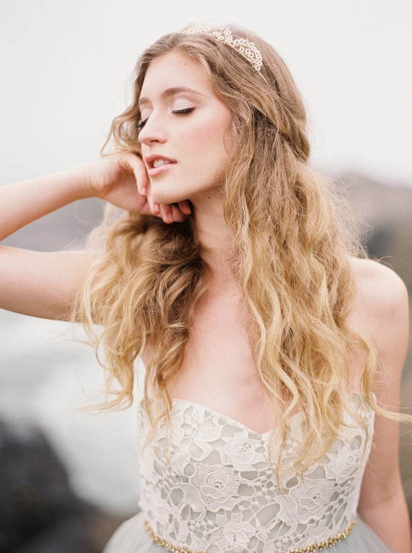 Grey wedding dress inspiration by Greer Gattuso Photography | Wedding Sparrow | wedding blog