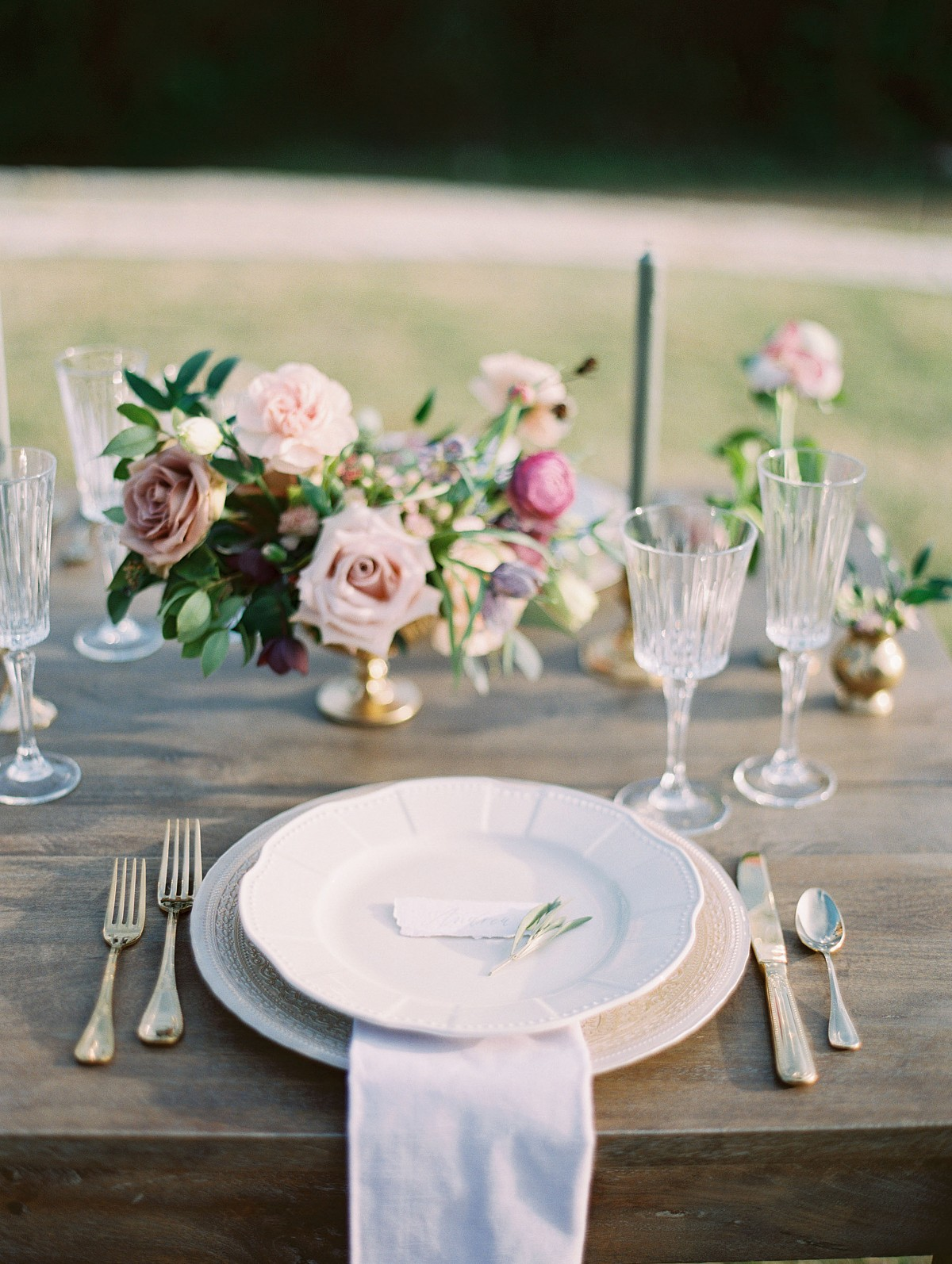 Elegant lavender, blush and mauve spring wedding inspiration