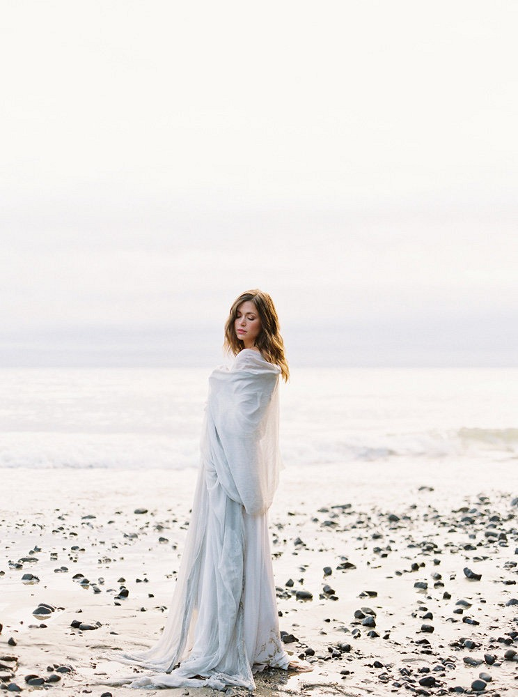 Relaxed yet Elegant Oceanside Bride and Groom Portraits