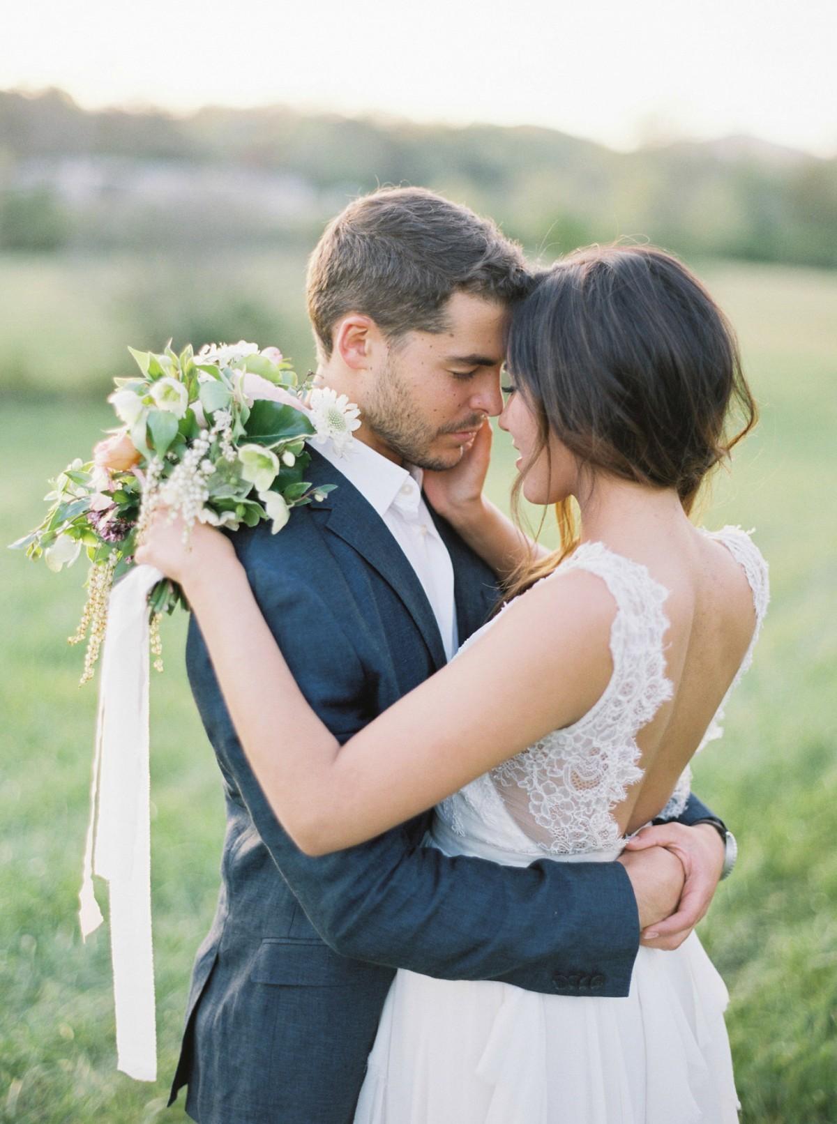 Natural, organic bride and groom portraits by Sawyer Baird | Wedding Sparrow | wedding blog