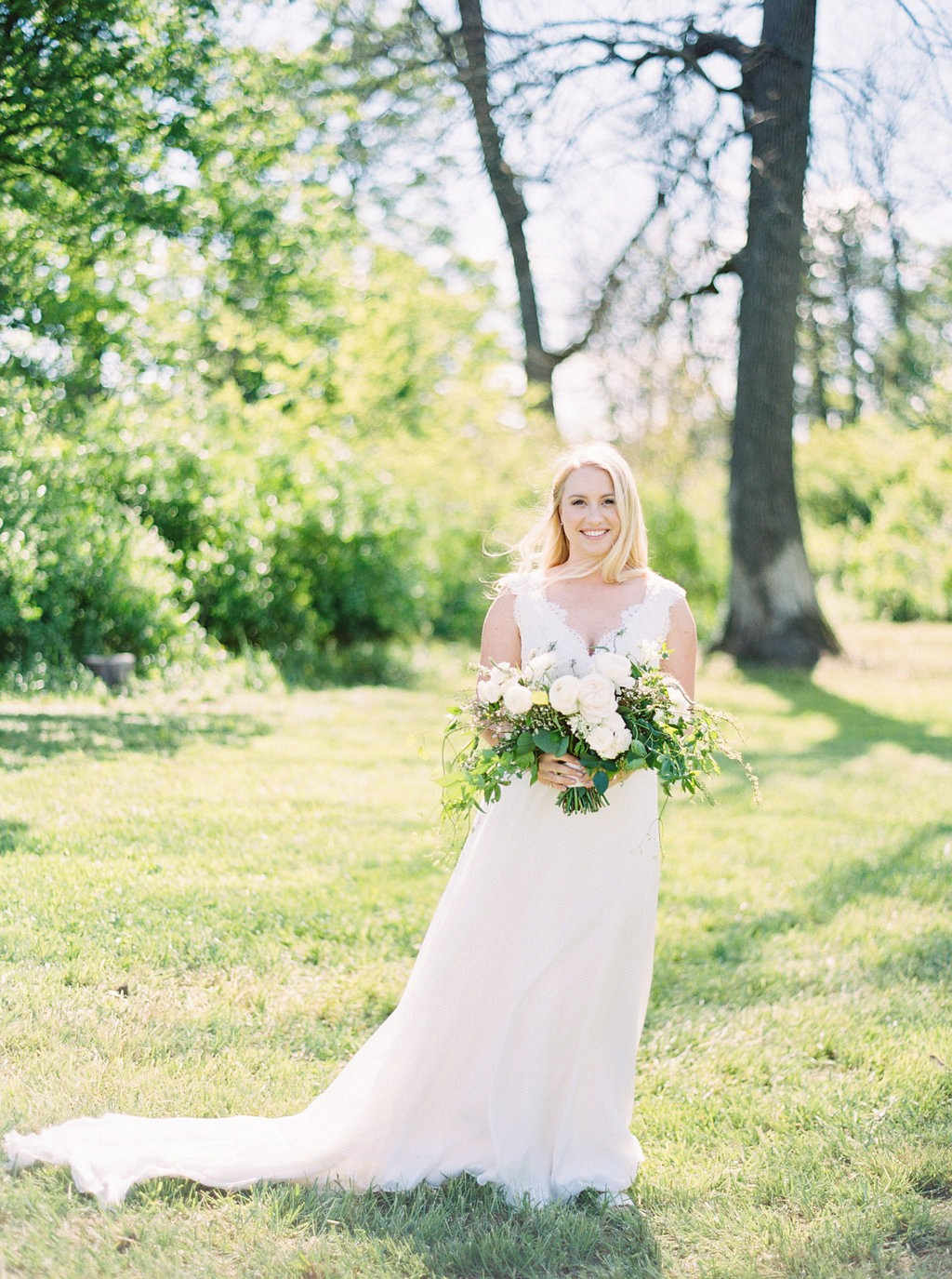 Outdoor bridals | Heartfelt and Nostalgic Indiana Barn Wedding by Renee Lemaire | Wedding Sparrow fine art wedding blog