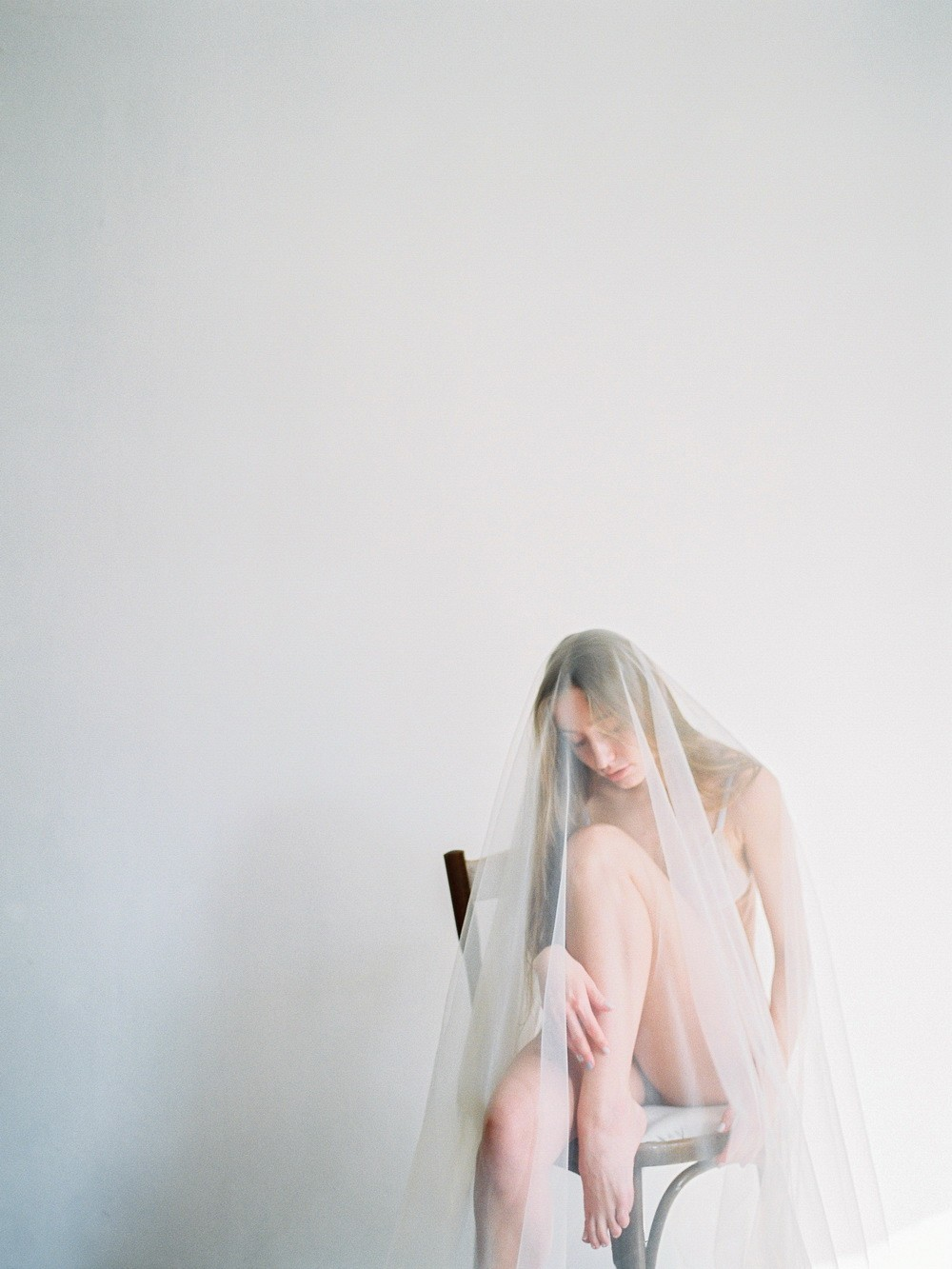 Minimalistic Bridal Session Indoors