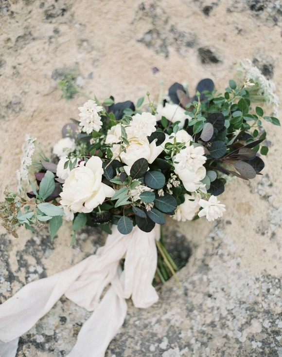 Organic bouquet | Smith Rock Elopement by Amanda Lenhardt Photography on Wedding Sparrow