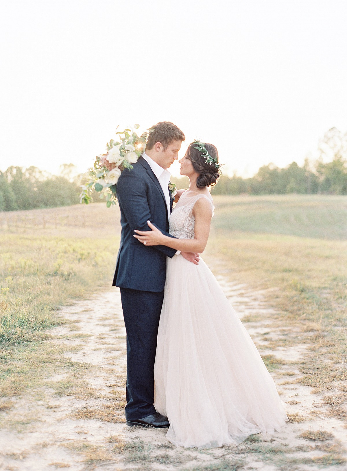 Light and Neutral Outdoor Wedding Ideas by Allison Kuhn | Wedding Sparrow | wedding blog
