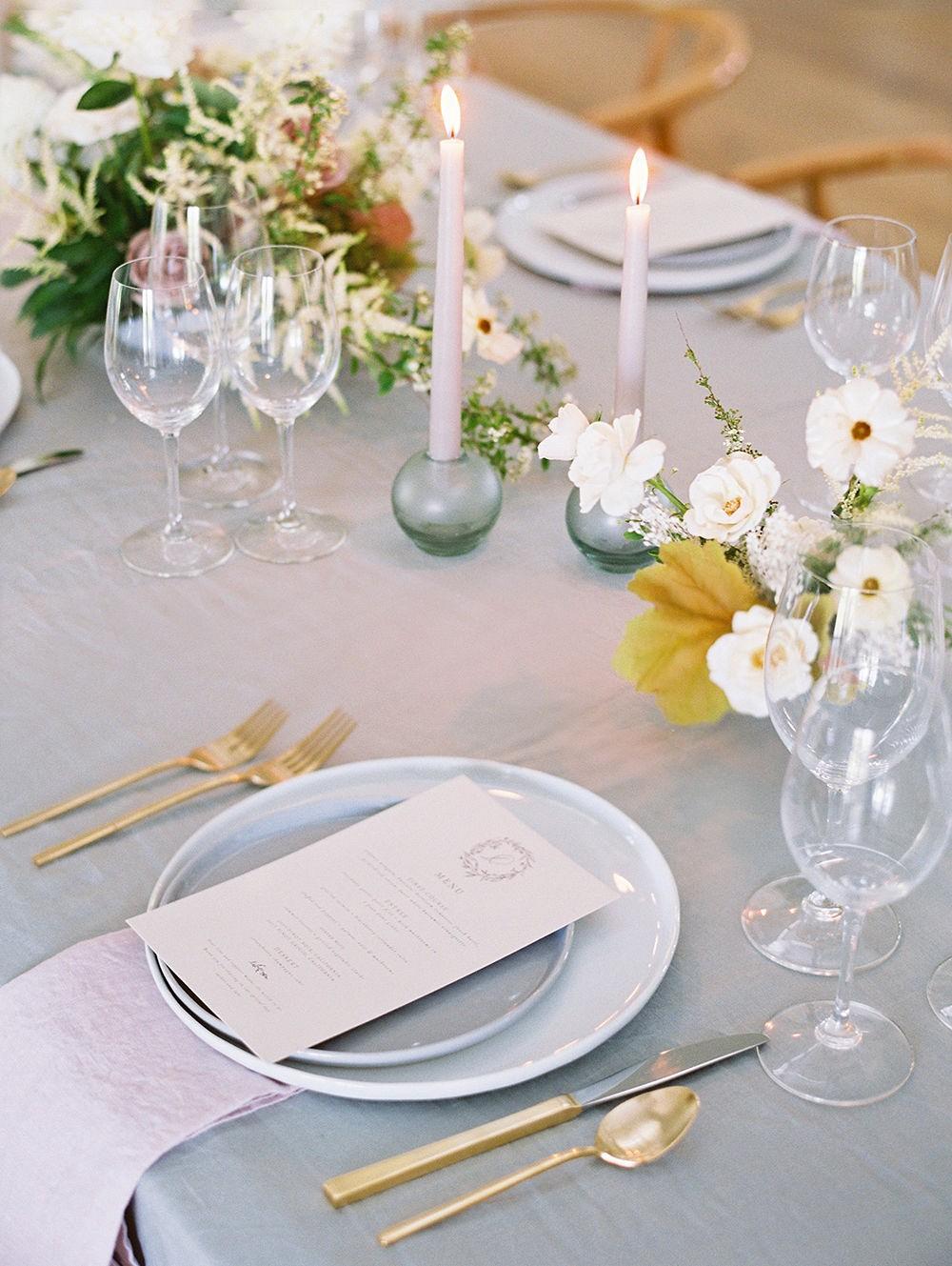 Subtle Late Summer Golden and Mauve Wedding Tablescape Ideas