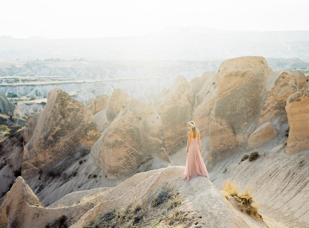 Luminous bridal session in Rose Valley Cappadocia