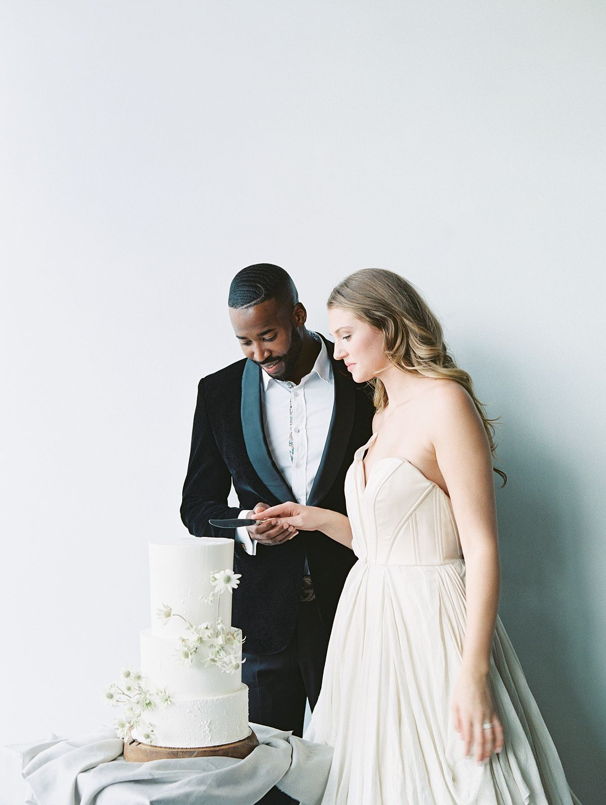 minimalist wedding inspiration in tones of blush  ivory  and grey by d u0026 39 arcy benincosa