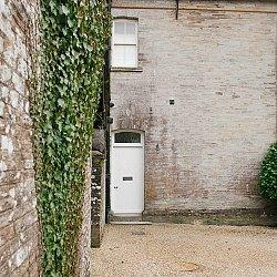A cozy quintessential Devonshire minimoon getaway