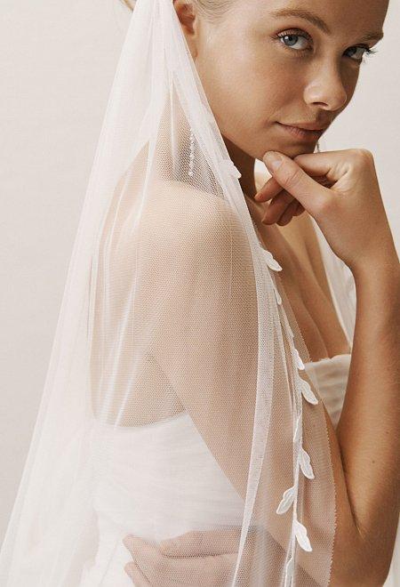 Vine-like Lace Veil