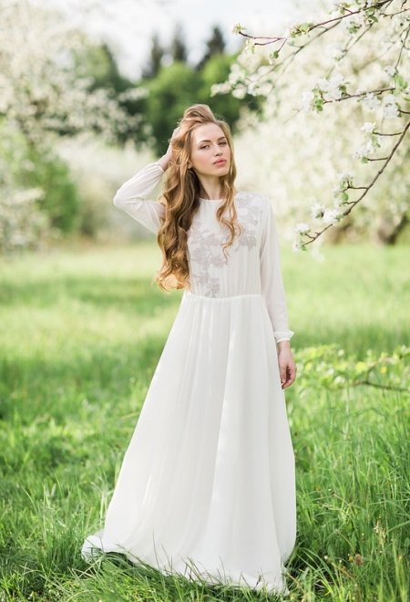 High-necked milk dress with lavender lace