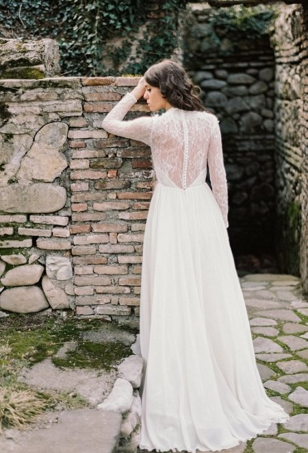 A-line milk wedding dress with lace long sleeves