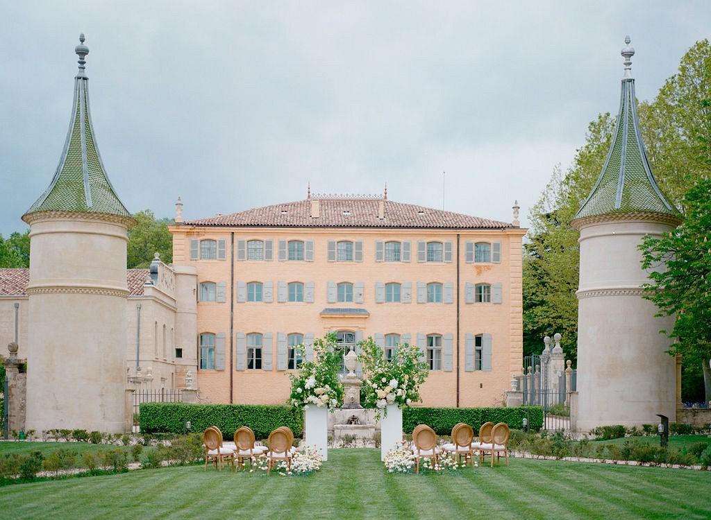 Elegant spring wedding editorial in Provence