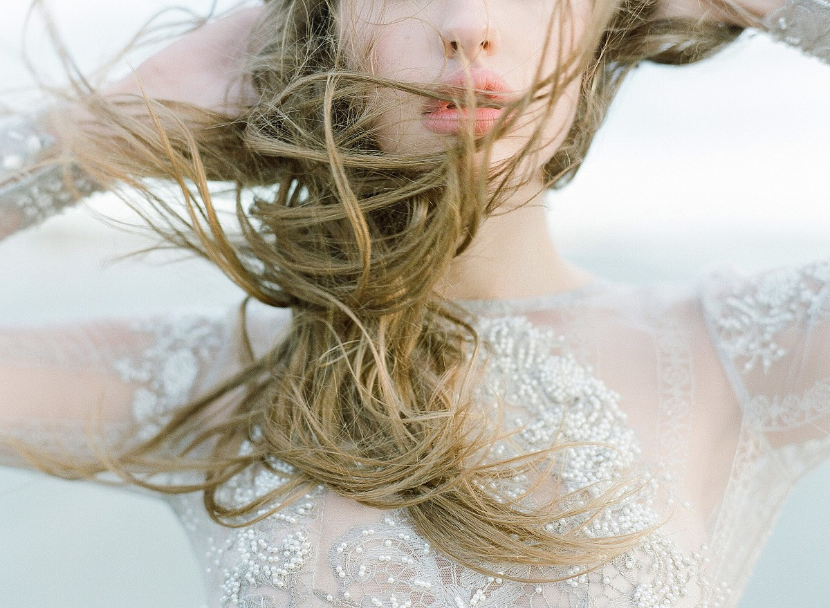 Ethereal Bridals by the Sea from Vero Workshop by KT Merry Photography | Wedding Sparrow fine art wedding blog