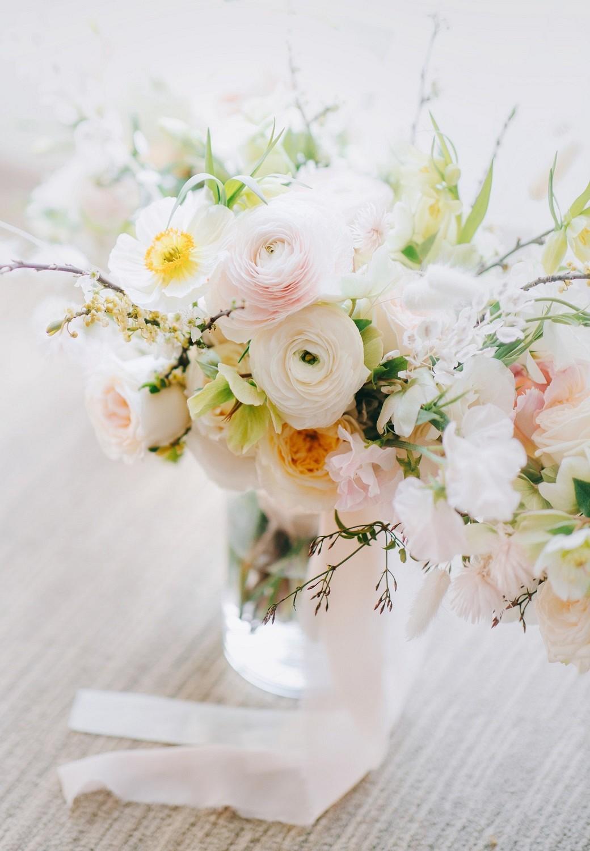 pale white wedding bouquet