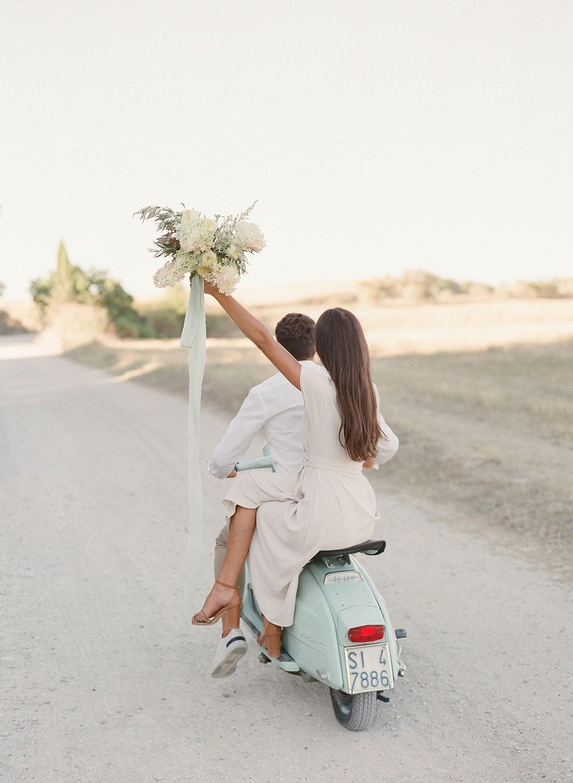 ROMANTIC SUNSET ENGAGEMENT SESSION AT CHAPEL VITALETA IN TUSCANY