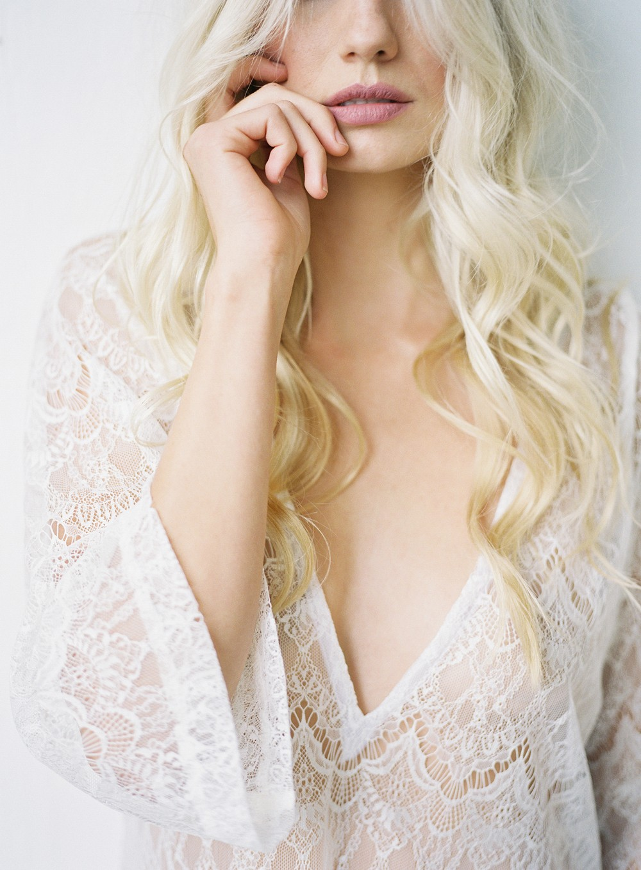 Minimalistic Feminine Boudoir Session by Michael Radford | Wedding Sparrow | fine art wedding blog