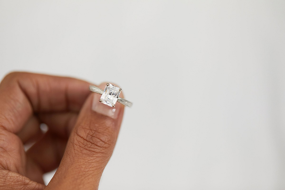 how easy is it to buy an engagement ring online?
