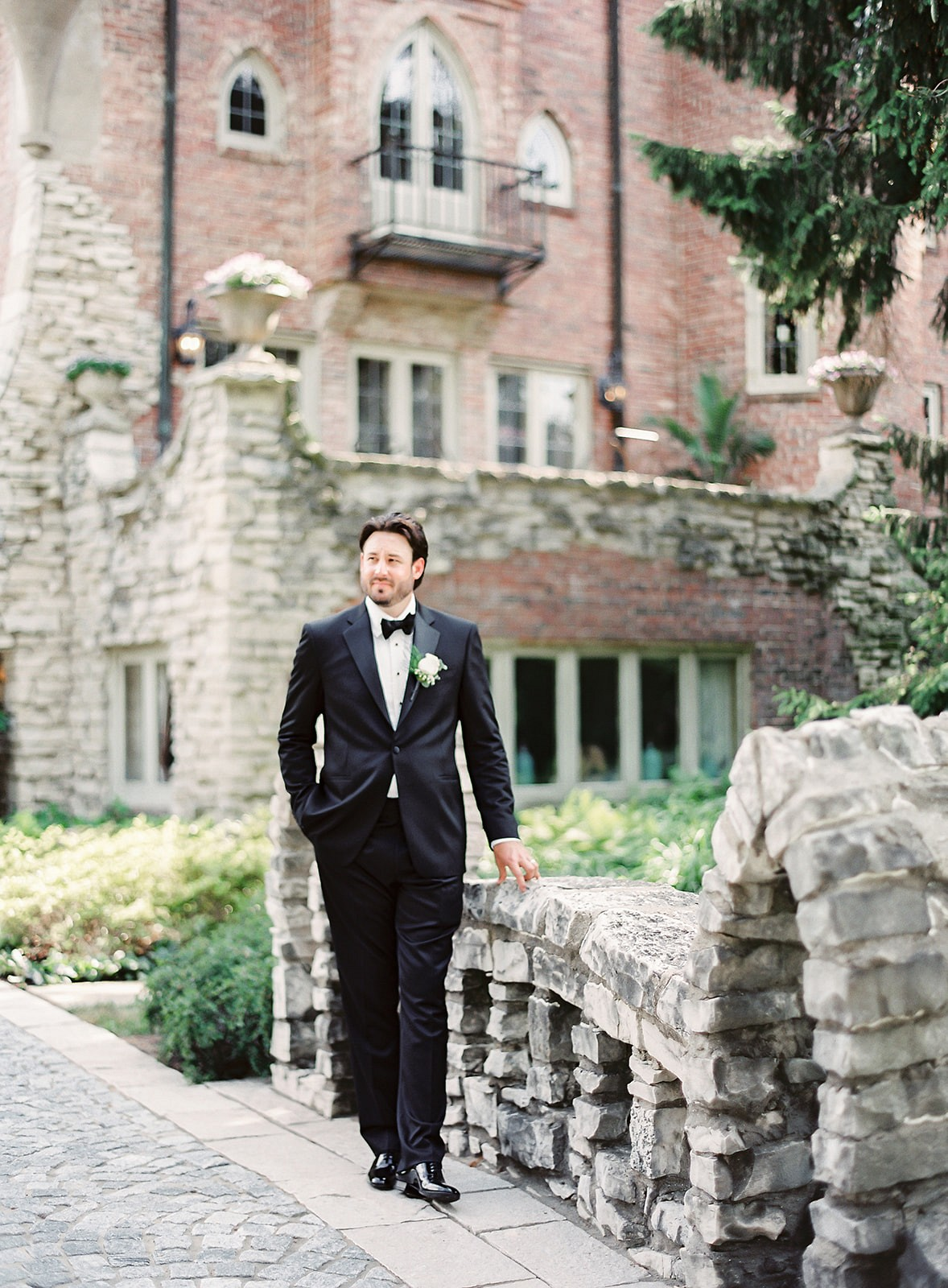 Classic country club white wedding in Illinois