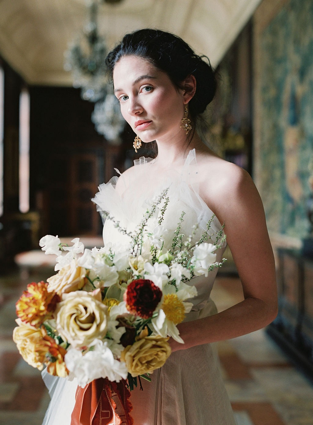 How to match your wedding bouquet to your dress
