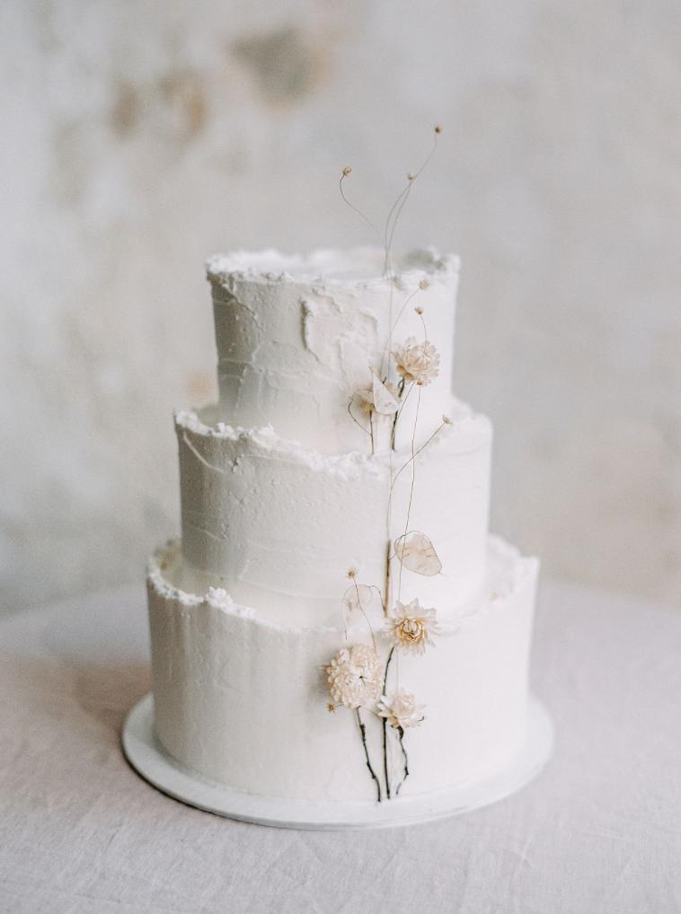 winter white wedding cakes