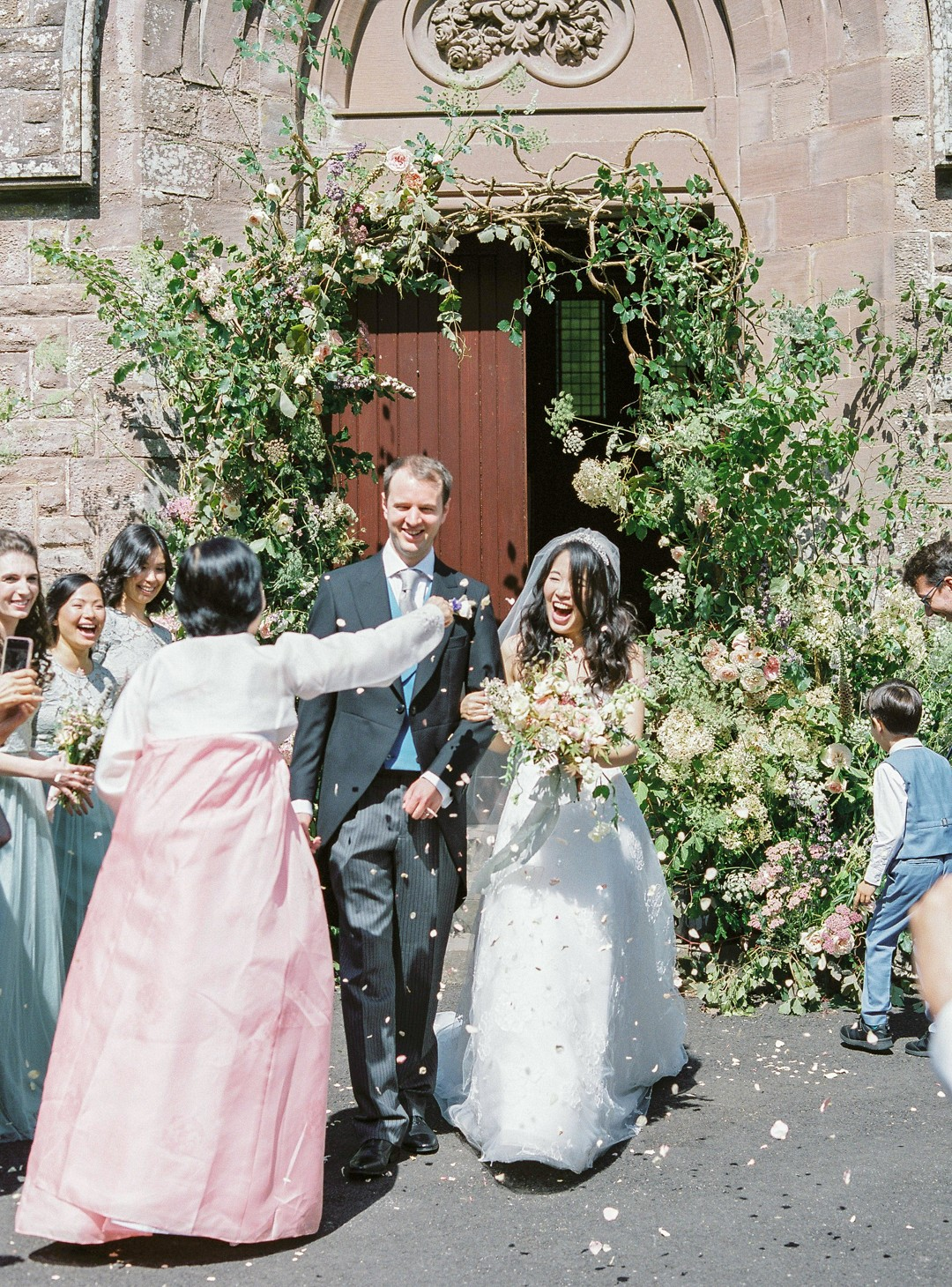 5 Tips on How to Get the Best Confetti Shots at Your Wedding!