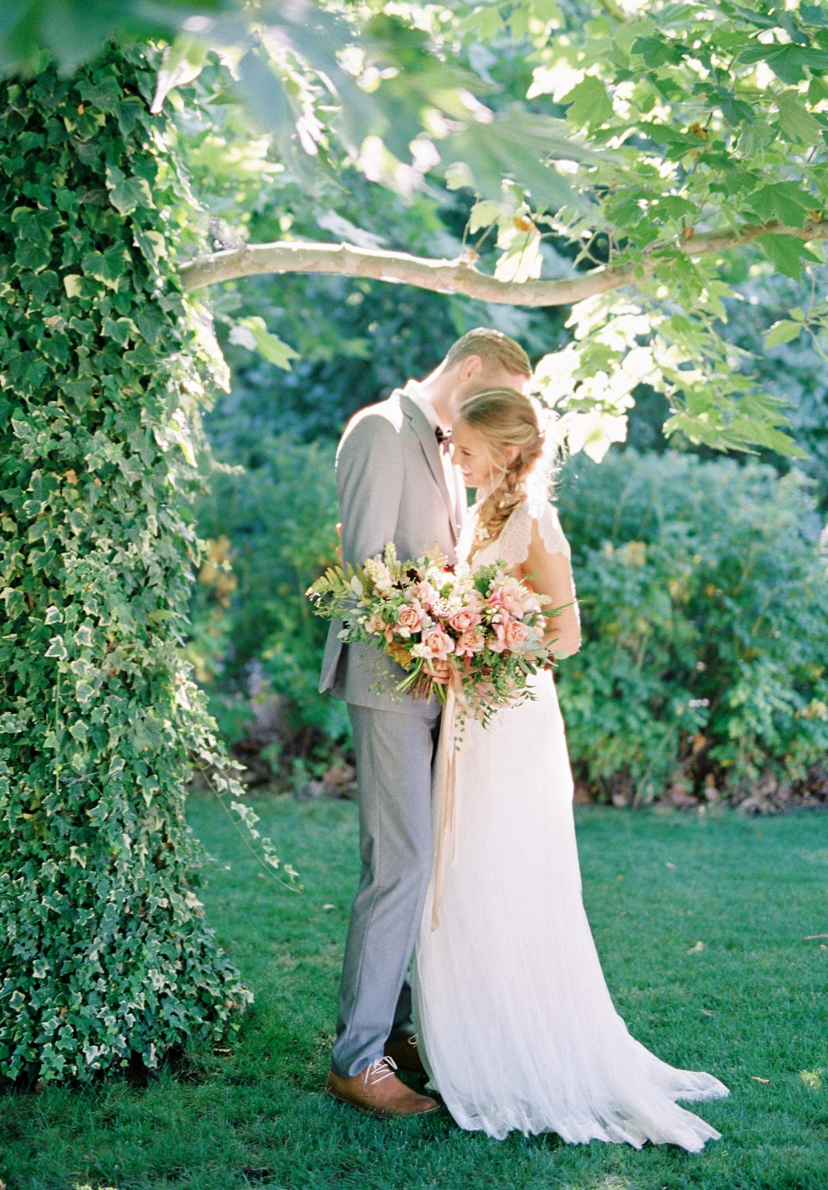 The Quintessential Spring Bouquet and a Romantic Wedding at Kestrel Park