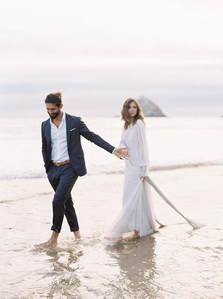 Relaxed yet Elegant Oceanside Bride and Groom Portraits