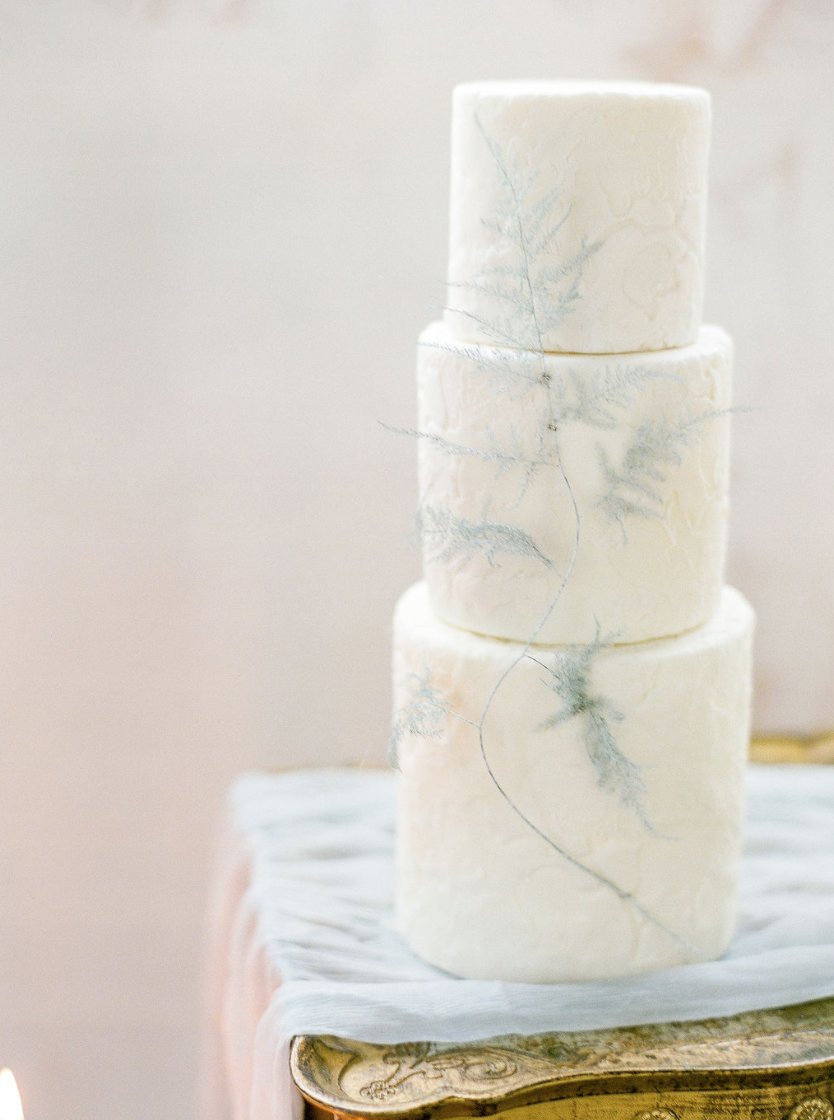 wedding cakes with feathers