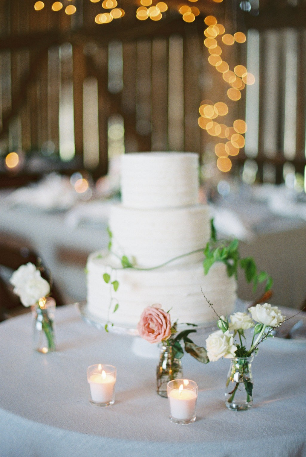 Wedding cake with simple florals | Heartfelt and Nostalgic Indiana Barn Wedding by Renee Lemaire | Wedding Sparrow fine art wedding blog
