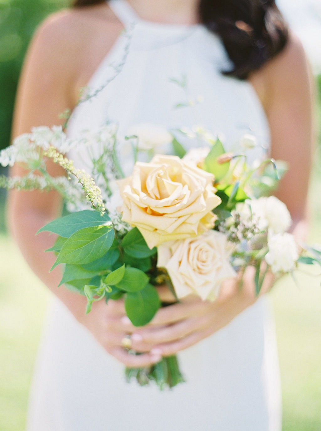 Gorgeous pale yellow flowers by Isibeal Flowers | Heartfelt and Nostalgic Indiana Barn Wedding by Renee Lemaire | Wedding Sparrow fine art wedding blog