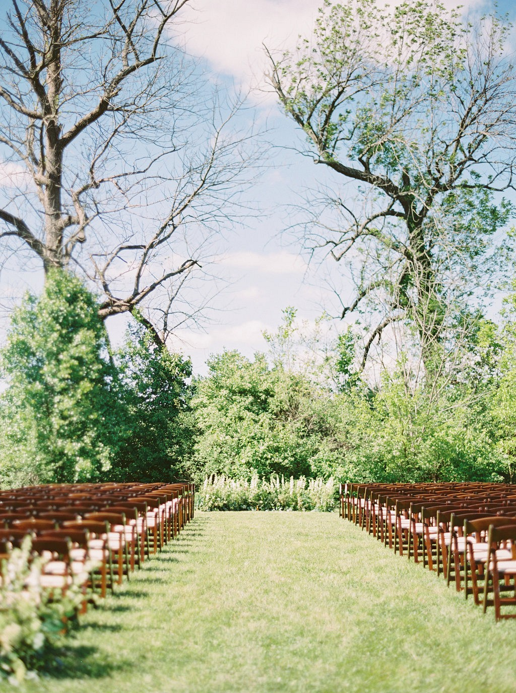 Ceremony | Heartfelt and Nostalgic Indiana Barn Wedding by Renee Lemaire | Wedding Sparrow fine art wedding blog