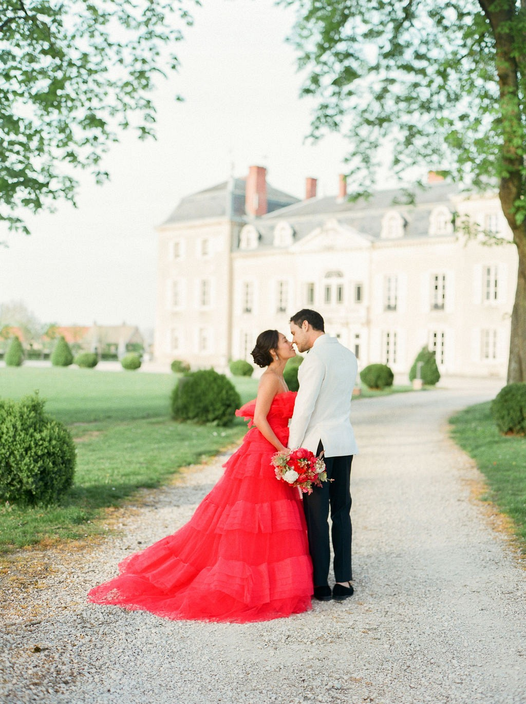 Pops of Red in This Wedding Inspiration at a Chateau