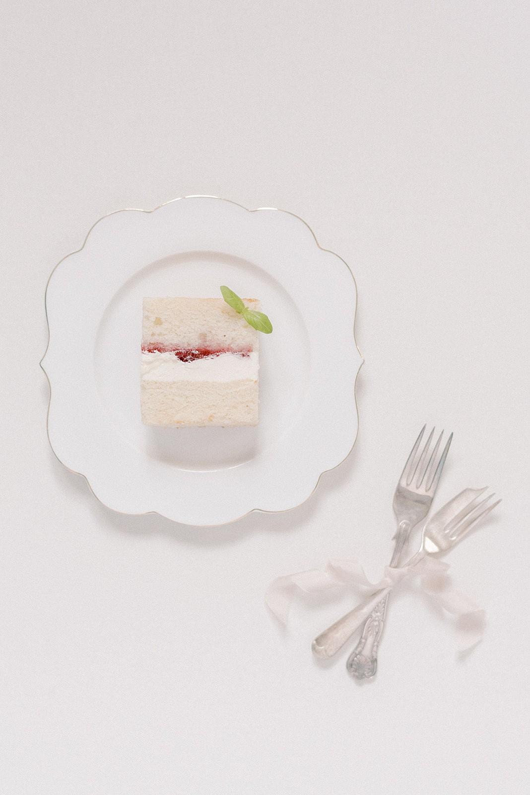 Summer wedding cake ideas by Mon Annie
