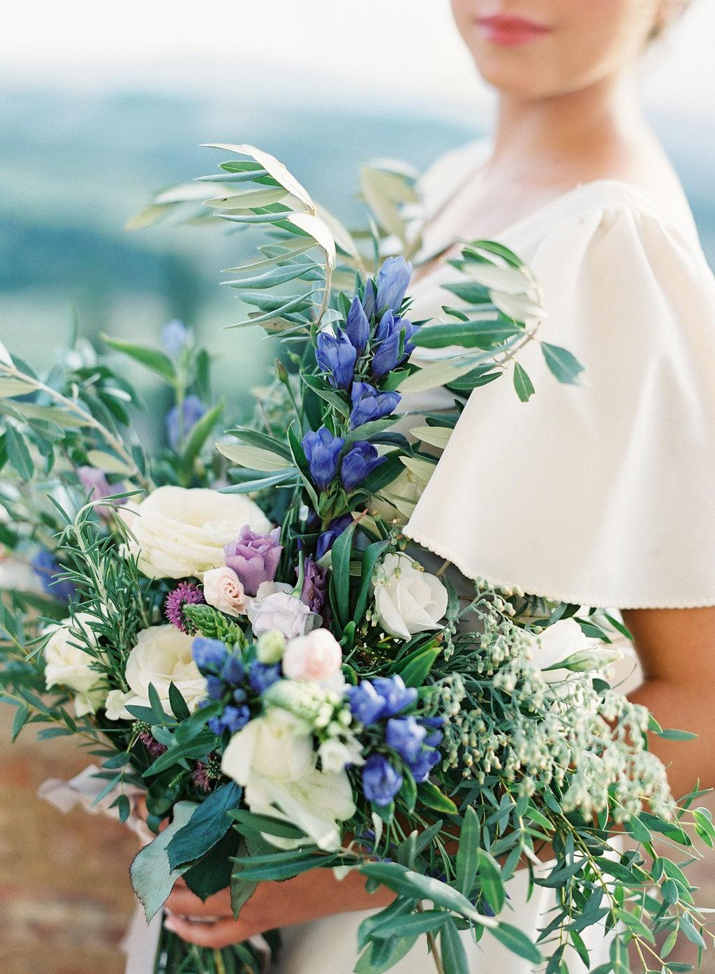 Bridal Session at a Tuscan Villa by Vicki Grafton Photography | Wedding Sparrow | wedding blog