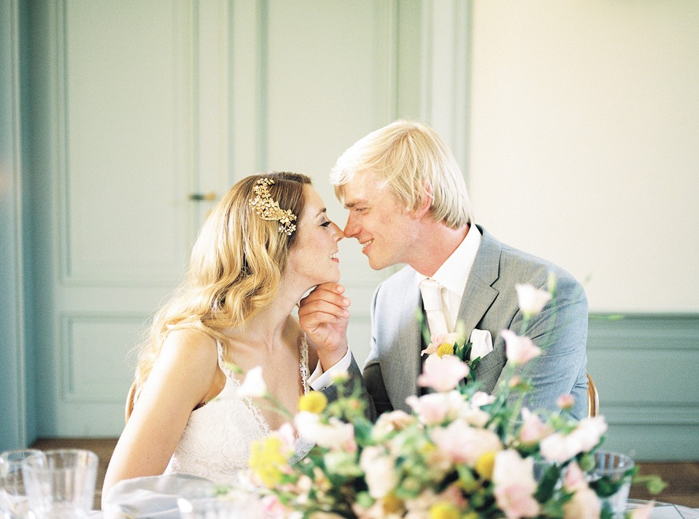 Romantic Summer Wedding in a Colorful 270 year old Dutch Mansion