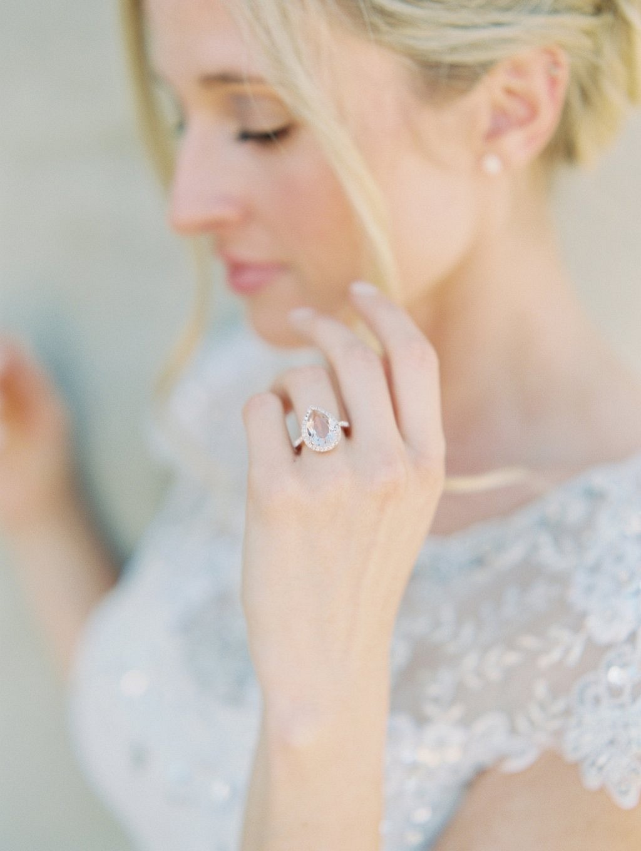 Subtle Vintage Glam Wedding Inspiration by Trini Mai Photography | Wedding Sparrow | fine art wedding blog