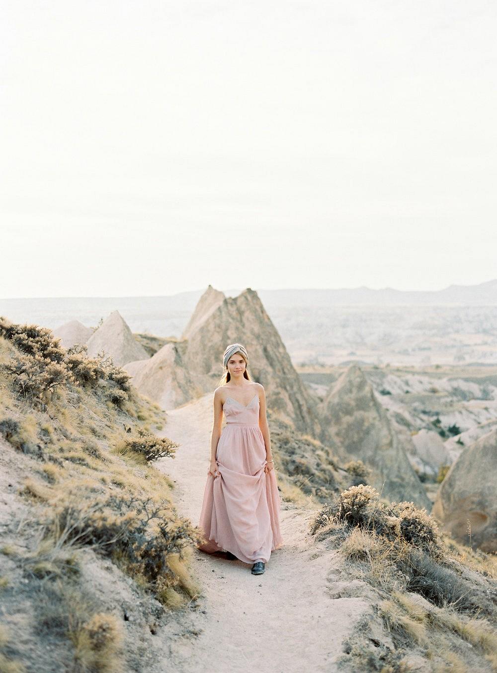 Luminous bridal session in Rose Valley Cappadocia