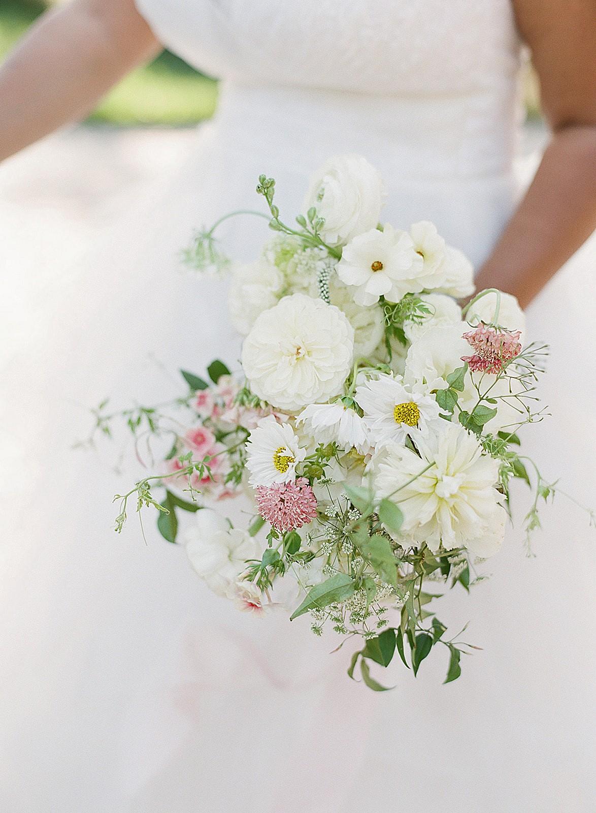 white bridal bouquet ideas 2021
