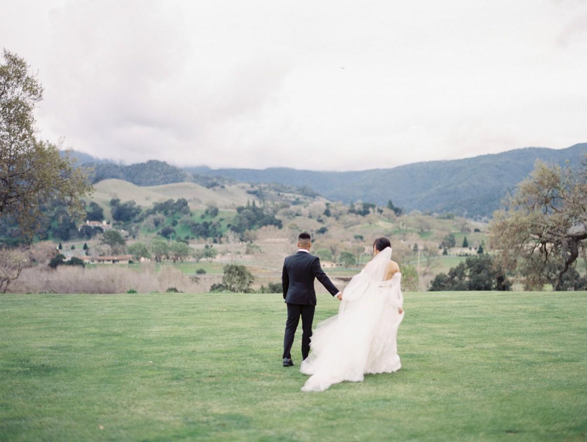 Atmospheric winter wedding editorial at Sunstone Winery