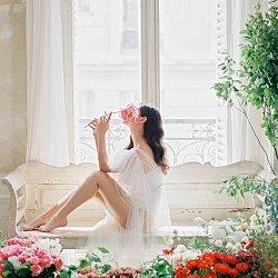 Micro Wedding Inspiration in a Parisian Apartment