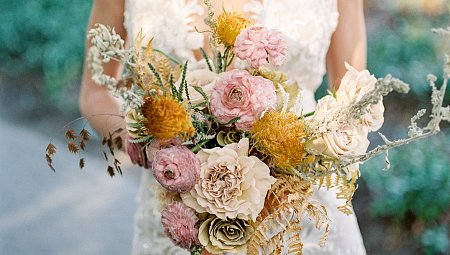California fall wedding inspiration with autumn flowers