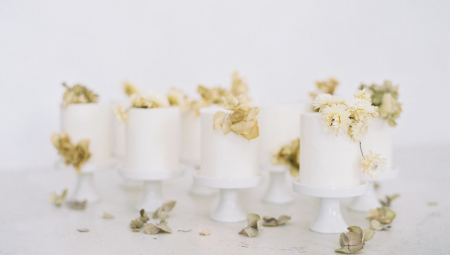 7 Wedding Cakes for a Winter Wedding
