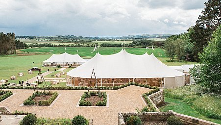 5 Tips for Getting the Best Photography for Your Marquee Tent Wedding
