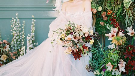 How To Incorporate Bold Florals into a Fall Wedding