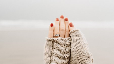 5 Steps to a Better Engagement Ring Selfie